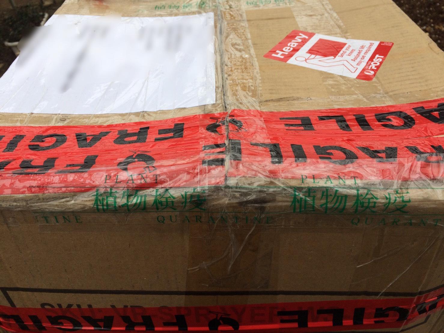 植物検疫・税関検査が終了後、専用テープで再装